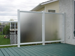 Aluminum Privacy Wall with Pinhead Glass